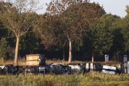 21 grote vaten met drugsafval gevonden in Beers, sommige vaten hebben gelekt