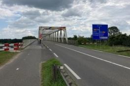 Maasbrug Gennep afgesloten